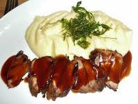 Свински джолан са картофено пюре и винен сос
