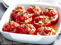 Печени фаршировани домати с бяло сирене, пармезан и песто от чесън и босилек