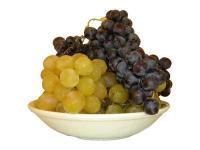Порция бяло и черно грозде за добра кондиция
