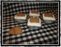 Бяло сирене с плодове и бисквитки