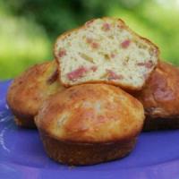 Мъфини с шунка, топено сирене и подправки