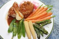 Телешко филе с глазирани зеленчуци