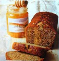 Класически меден хляб с подправки и ядки